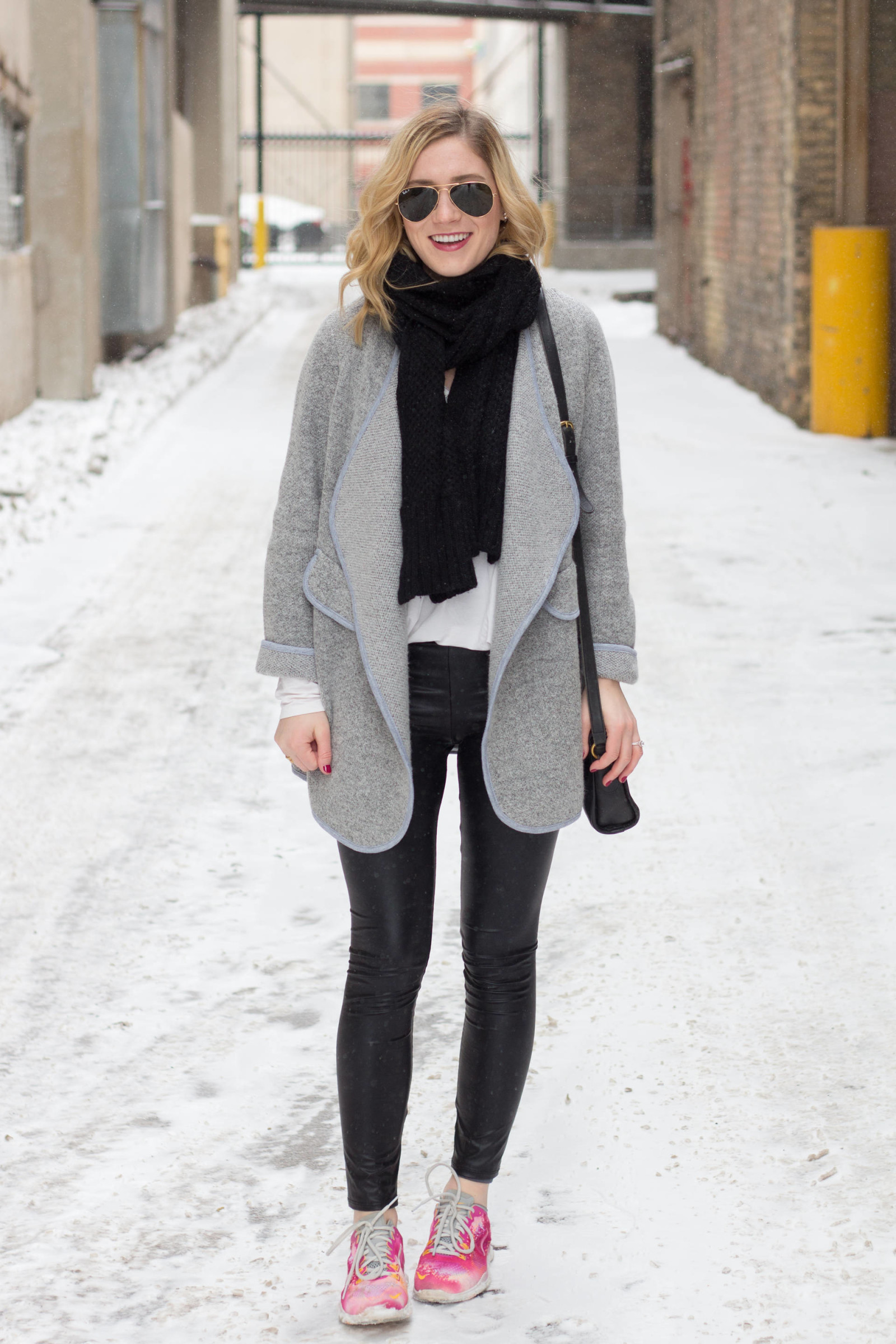 Athleisure in Faux Leather Leggings